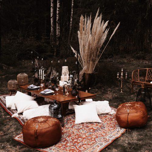 Loungetisch mit Sitzpouf