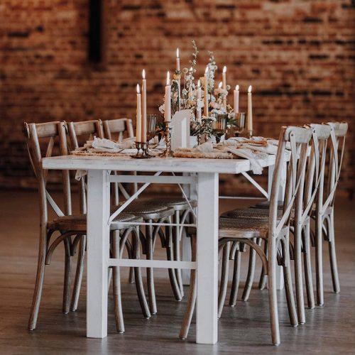 Crossbackstuhl Classic White Tisch