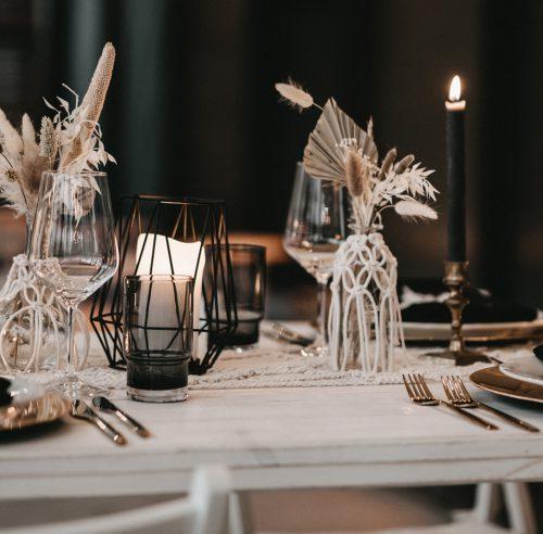 Tisch Weiß mit Blumen