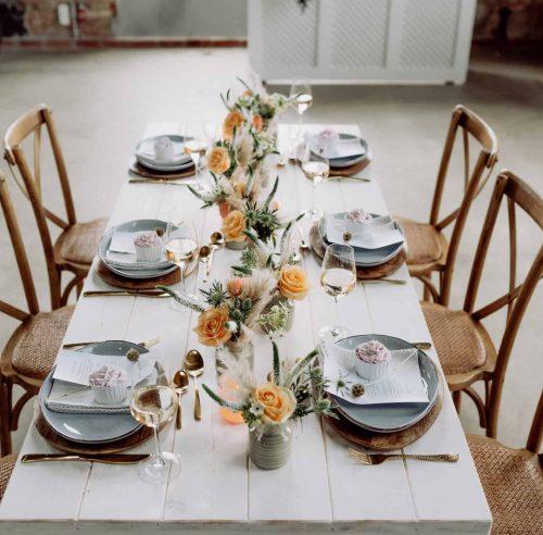 Tisch Weiß mieten mit Crossback Stuhl